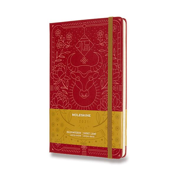 červený zápisník Moleskine Rok Buvola