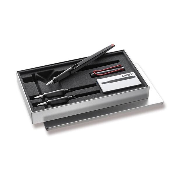 černé kaligrafické plnicí pero v dárkové kazetě s náhradními hroty