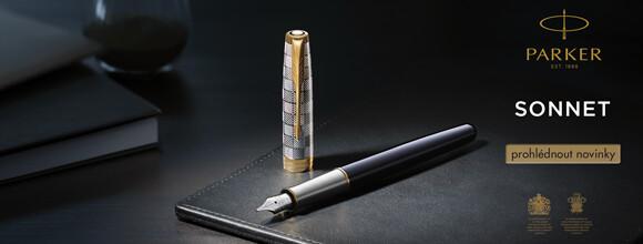 černé plnicí pero Parker Sonnet s ocelovým víčkem zdobeným leptáním a s pozlacenými doplňky